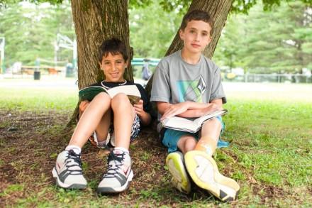 boys-read-under-tree